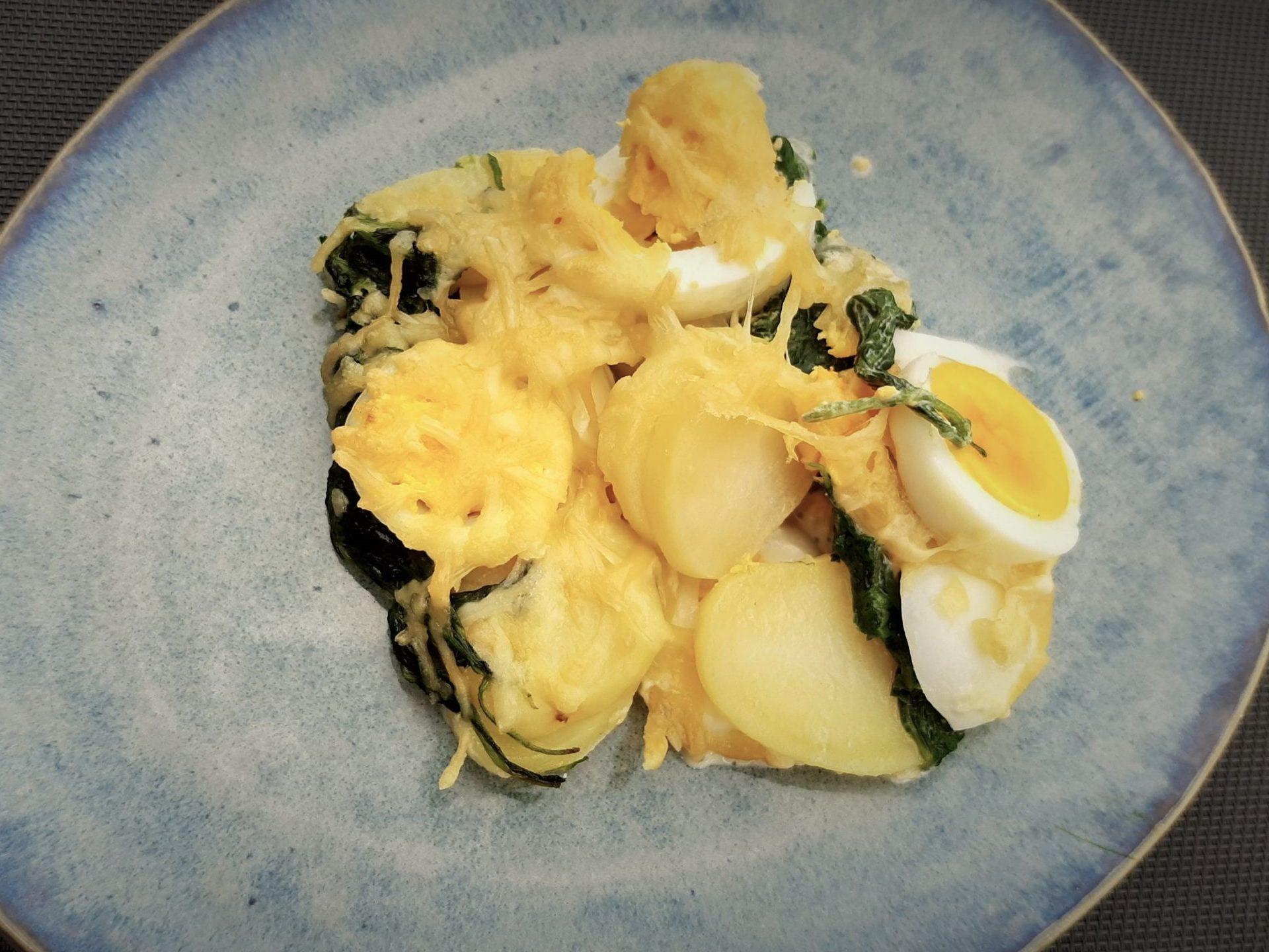 Spinazieschotel met ei